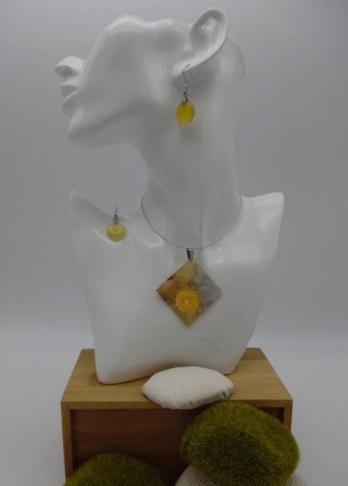 collier carré soie jaune d'or