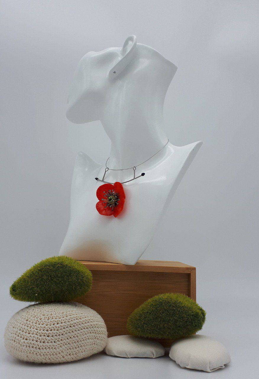 collier coquelicot simple
