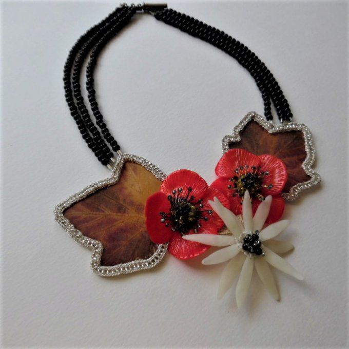 collier coquelicots, edelweiss